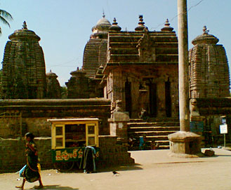Sri Mukhalingam is a place famous for temples. it has a great history of related to Eastern Ganga Dynasty